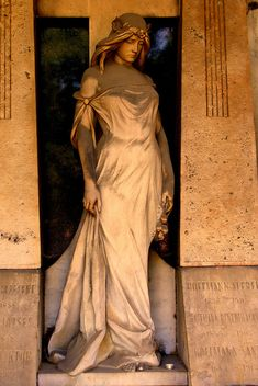 Budapest cemetery, why are some of the most beautiful statues in cemeteries? Cemetery Monuments, Cemetery Statues, Cemetery Art, Cemetery Angels, Steinmetz, Statues For Sale, Old Cemeteries, Graveyards, Greek Statues