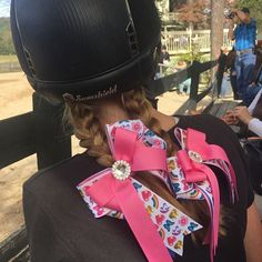 Thank you @samshieldhelmets for protecting our young riders. Link for bows at my profile @horseshowbows. #horseshow #equestriangirl #equestrianstyle #ponyrider #ponyhunter #unicorns #bowdanglesgirl #bowdangleshorseshowbows Equestrian girls in Bowdangles Horse Show Bows, making the best memories possible.