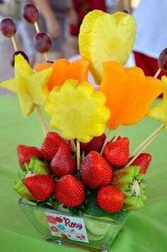Centros de mesa on pinterest mesas barbie centerpieces for Centros de mesa con frutas