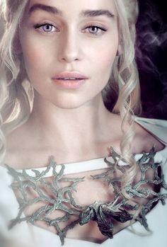 Emilia Clarke aka Daenerys Targaryen – Glitterpopss She is amazing! Emilia Clarke aka Daenerys Targaryen She is amazing! Game Of Thrones Besetzung, Game Of Thrones Saison, Game Of Thrones Khaleesi, Game Of Thrones Characters, Arya Stark, Cersei Lannister, Jaime Lannister, Jon Snow, Got Serie