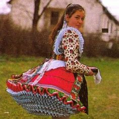 Traditional Fashion, Traditional Dresses, Folklore, Vintage Jewelry Crafts, Hungarian Embroidery, Kids Around The World, Precious Children, Folk Costume, Wearable Art