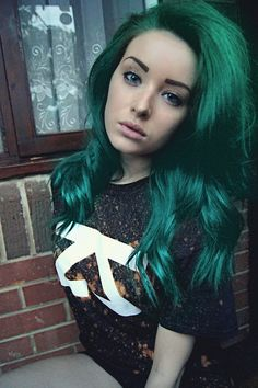 Teal Hair in love with this! Think this would look great with my new hair! Aqua Hair Color, Teal Hair, Turquoise Hair, Emerald Green Hair, Dark Green Hair, Dark Teal, Black Hair, Hair Rainbow, Dye My Hair
