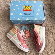 Vans Shoes Women, Girls Shoes, Pink Sneakers, Girls Sneakers, Vans Toy Story, Bo Peep Toy Story, Toy Story Series, Tennis Vans, Estilo Disney