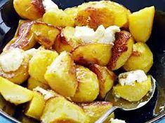 Kuvahaun tulos haulle kreikkalainen ruoka My Cookbook, Pretzel Bites, Potato Salad, Tapas, Food And Drink, Potatoes, Yummy Food, Bread, Dinner