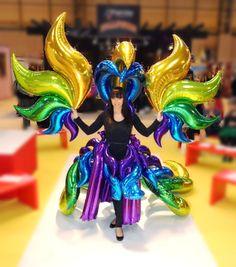 Pasarela de moda! La imaginación es el único límite. Vestido con #globos metalizados.