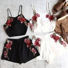 reverse - festival floral applique set - more colors – shophearts Rave Outfits, Teen Fashion Outfits, Dress Outfits, Girl Outfits, Dresses, Gothic Fashion, Short Blanc, Short Noir, Cute Summer Outfits