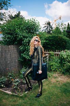 Pallas Paris suit, Prada sunglasses, Hérmes bag, Prada shoes, Live from Earth shirt
