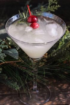 New Year's Eve Cocktails, Refreshing Cocktails, Holiday Cocktails, Cocktail Drinks, Alcoholic Drinks, Holiday Parties, Cocktail Mix, Holiday Tables, Fancy Drinks