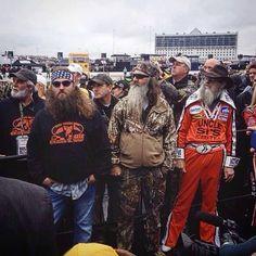 Robertson's at the race Robertson Family, Duck Commander, Quack Quack, Duck Dynasty, Movie Tv, Ducks, Men, Facebook, Board