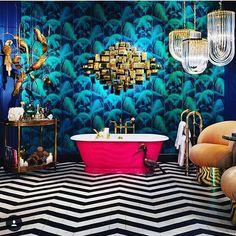 Nautical Ocean dream, oh my goodness! It looks like a transcendent seascape 💙🌊💚 Surreal Maximalist Magical Decor Home Interior, Interior Decorating, Interior Design, Bathroom Interior, Home Design, Estilo Kitsch, Casa Pop, Boho Bathroom, Bathroom Wallpaper