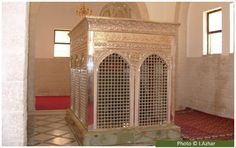 This is the tomb of Zaid-bin-Haritha (may Allah be pleased with him), the first amir appointed by the Prophet (peace and blessings of Allah be on him) to lead the Muslim army in the battle of Mu'ta.