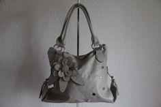 Dames handtas Fleur. Verkrijgbaar bij www.brumitassen.nl voor slechts € 35,95.