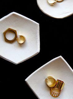 Poppytalk: 8 Rad DIYs to Try Clay ring holders