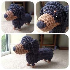 Boodles Dachshundby Laura Sutcliffe Ooo Szeretem ezt a kis srácot!  Ez a minta szabadon elérhető.