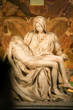 ミケランジェロ「サン・ピエトロのピエタ」は、バチカン市国で鑑賞できます。