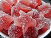 How to make Jelly Sugar Candy at Home. Candy is one of the favorite treats for children and adults. But often in excessive amounts they are one of the causes of the dental problems especially for children, and therefore we eliminate candy . Candy Recipes, Sweet Recipes, Kitchen Recipes, Cooking Recipes, How To Make Jelly, Homemade Jelly, Delicious Desserts, Sweet Treats, Food Porn