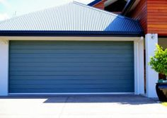 Traditional garage door options from Steel-Line Garage Doors retain that classic look while modern technology delivers super tough durability. Garage Design, House Design, Garage Door Colors, Automatic Garage Door, Garage Builders, Sectional Garage Doors, Finished Garage, Roller Doors, Garages