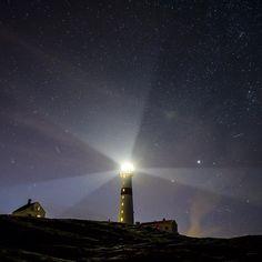 Meteorsvermen Perseidene passerte over Torungen fyr og DNT sin hytte på Store Torungen natt til torsdag. Har du benyttet deg av vårt kysttilbud? Foto: @mdalseg #turistforeningen #utno #få15 #komdegut #detliggerivårnatur #heltekte #arendalsuka #dntno #friluftsliv #perseidene #norway #meteorshower #norge