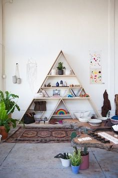 Actual Estalker: Geometric Shelves – Easy Yet Eccentric and Wonderf. Actual Estalker: Geometric Shelves – Easy Yet Eccentric and Wonderf… Bohemian House, Bohemian Decor, Bohemian Living, Bohemian Gypsy, Geometric Shelves, Triangle Shelf, Triangle Bookshelf, Meditation Space, Home And Deco