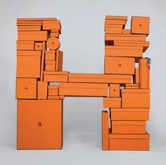 idée : l'objet devient la marque, il l'incarne par la forme