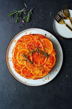 Blood Orange and Rosemary Upside Down Cake — Meike Peters Gourmet Recipes, Cake Recipes, Dessert Recipes, Gourmet Foods, Orange Sanguine, Margarita Recipes, Sangria Recipes, Orange Recipes, Molecular Gastronomy