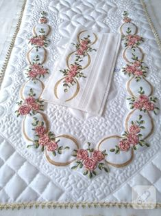 69 Super Ideas Embroidery For Beginners Letters Hands - Lucy Embroidery Designs, Hand Embroidery Patterns Flowers, Machine Embroidery Patterns, Silk Ribbon Embroidery, Embroidery Hoop Art, Floral Embroidery, Cross Stitch Embroidery, Débardeurs Au Crochet, Baby Applique