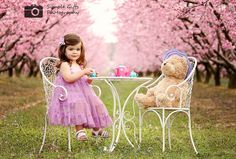If I ever have a daughter...I so wanna take a cute tea party photo like this!