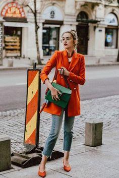 Cómo llevar la blazer de colores