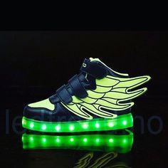 Hadde vært gøy å sett Batman i Dragonfly sko ?   #ledtrend #sko #skomote #skolove #grønn #grønnesko #partyshoes #dragonfly #barnesko #partysko #green #ledsquad #kvalitet #komfort #festsko #fest #festivalfeeling #fest #danseglede