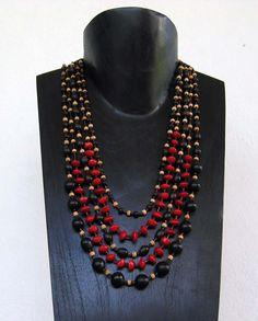Réalisable avec les perles graines nature de chez Perles & Co sur http://www.perlesandco.com/Bois_et_nature_Graines-c-2626_254_1923.html  Source : http://www.portail-guadeloupe.com/