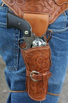 Choosing a Cowboy Action Holster~El Paso Saddlery - GunsAmerica Digest Cowboy Holsters, Western Holsters, Gun Holster, Custom Leather Holsters, Leather Working Patterns, Cowboy Action Shooting, Cowboy Gear, The Lone Ranger, Leather Projects