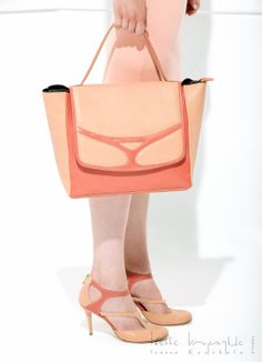 shoes & bag!!! Every Woman, Handbags, Shoe Bag, Shoes, Instagram, Awesome, Women, Totes, Zapatos