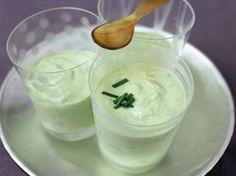 Découvrez la recette Crème de concombre à la ciboulette sur cuisineactuelle.fr.