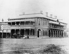 Club Hotel at Toowoomba, Queensland in 🌹 Brick Construction, Country Scenes, Sunshine State, Town And Country, Old Buildings, Old Photos, Australia, House Styles, City