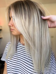 Here's Every Last Bit of Balayage Blonde Hair Color Inspiration You Need. balayage is a freehand painting technique, usually focusing on the top layer of hair, resulting in a more natural and dimensional approach to highlighting. Balayage Blond, Balayage Hairstyle, Babylights Blonde, Bayalage, Hair Color Highlights Blonde, Grown Out Highlights, Peekaboo Highlights, Blonde Color, Hair 2018