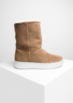 Public Relations (PR) is a unisex footwear and accessory brand born in Oslo Our ambition is to create artisan goods that have a supreme level of comfort. Bearpaw Boots, Ugg Boots, Brand Store, Public Relations, Woody, Suede Leather, Uggs, Taupe, Artisan