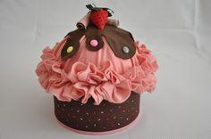Felt Diy, Felt Crafts, Diy Crafts, Candy Theme, Love Cupcakes, Paper Cake, Treat Holder, Felt Food, Cardboard Crafts