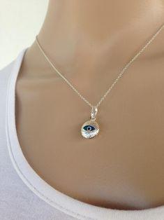 Pendentif femme oeil bleu en argent,  bijou Grec porte bonheur Baby Jewelry, Handmade Jewelry, Evil Eye Jewelry, Eyes, Diamond, Bracelets, Greek Jewelry, Blue Eyes, Recipes
