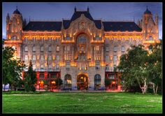 Top 15 Most Beautiful Buildings Around The World,Gresham Palace, Budapest, Hungary