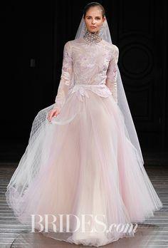 Naeem Khan ナイーム・カーンのウエディングドレス。淡いピンクのフラワープリントの長袖ドレス。#wedding dress #ナイーム・カーン #Naeem Khan #ウエディングドレス