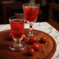 Nalewka Wiśniowa - Nalewki domowe - przepis #nalewkidomowe Irish Cream, Non Alcoholic Drinks, Recipe Images, Salsa, Pudding, Cooking Recipes, Vogue, Wine, Polish Food