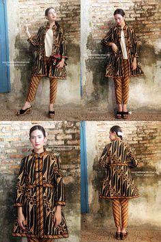 Batik Amarillis' s Ildiko Jacket no 2 This well-tailored stunning elegant long… Batik Blazer, Blouse Batik, Batik Dress, Blouse Dress, Amarillis, Batik Kebaya, Batik Fashion, Grown Women, Long Jackets