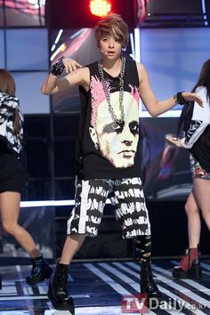Oddness/Weirdness: Dress Like: f(x)'s Amber Liu