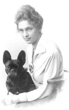 Gertrude Edle von Humbourg with Mohrli dernier cri, Vienna, 1917.