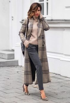 Love this long plaid jacket for Fall. Such a classic classy style.