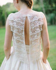 La espalda de este vestido de @santoscostura me tiene totally in love  #vestidonovia #bride #editorial #masiaribas