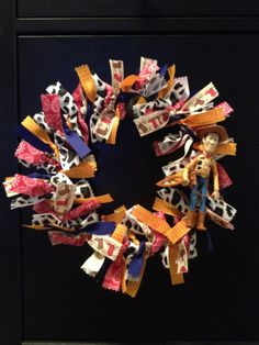 Woody-themed wreath (from Toy Story/Disney) Toy Story Nursery, Toy Story Baby, Woody Birthday, Toy Story Birthday, Birthday Bash, Christmas Holidays, Christmas Wreaths, Christmas Crafts, Christmas Ideas
