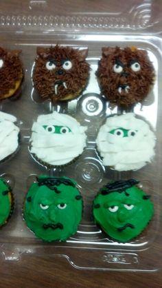Halloween Cupcakes Halloween Candy Buffet, Halloween Candy Crafts, Halloween Desserts, Halloween Cupcakes, Halloween Projects, Holidays Halloween, Halloween Kids, Halloween Treats, Halloween Decorations