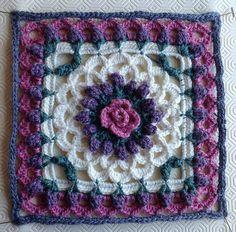 Eve's Coverlet 12 square ~ free pattern ❥Teresa Restegui http://www.pinterest.com/teretegui/❥
