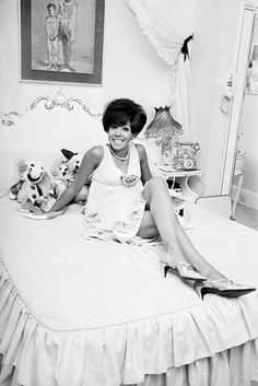 Shirley Bassey | 60 Iconic Women Who Prove Style Peaked In The '60s